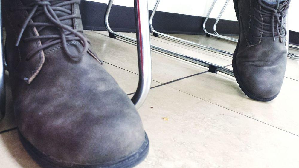 In the waiting room.. Shoes Waitingroom Boots Mensfashion Fashion Galaxys4