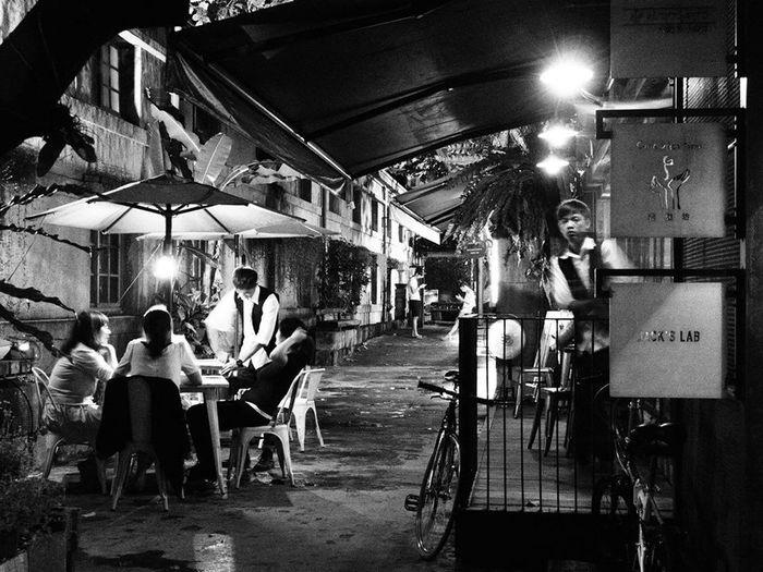 Black & White Taiwan Tgif