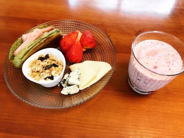 あさごはん コールドフルーツ グラノーラ スムージー コストコ Food And Drink Food Table Freshness Strawberry Berry Fruit Healthy Eating
