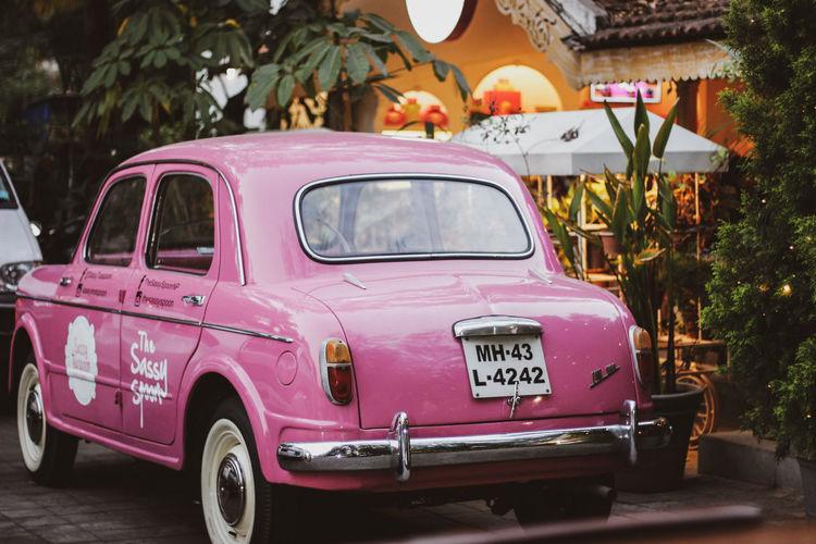 vintage Back Of A Car Back Of A Vintage Car Outdoor Vintage Car Outside House Aesthetic Aesthetic Car Pink Color Car Vintage Car Vintage Collector's Car
