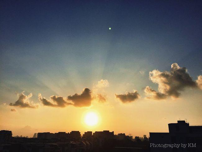 Sunday's Ray Sunset Cloudporn Sky Castle EyeEm Nature Lover Sunset #sun #clouds #skylovers #sky #nature #beautifulinnature #naturalbeauty #photography #landscape Sun_collection, Sky_collection, Cloudporn, Skyporn Sky And Clouds Nature Sunrays