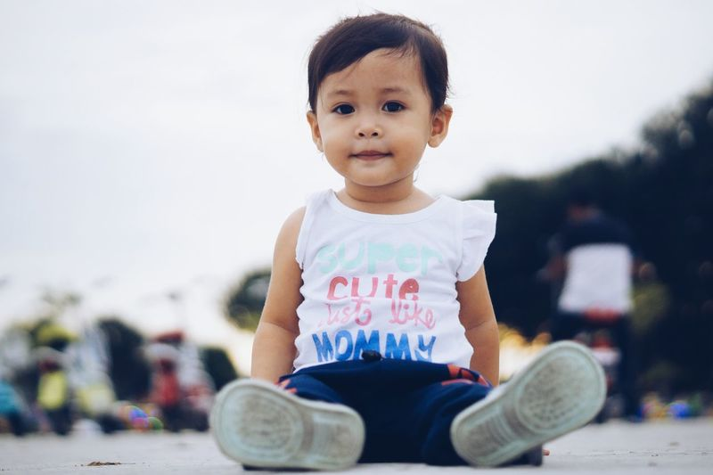 My Love Cutegirl EyeEmNewHere Cutegirl😊😊Struggling Cutegirlswithcats Human Face Happiness Children Only Cute Looking At Camera Girls One Girl Only My Love My Princess Smile Is The Best Make-up A Girl Can Wear Childhood Portrait First Eyeem Photo Sitting Child One Person People Casual Clothing Human Body Part Looking At Camera Day Fresh On Market 2017