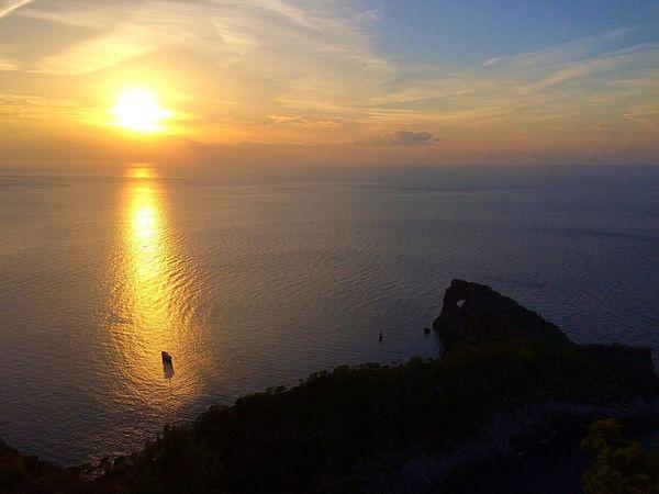 Sunset espectacle!' Fantàstic pel record!!! Enjoying The Sun Eye Em Nature Lover Sunset #sun #clouds #skylovers #sky #nature #beautifulinnature #naturalbeauty #photography #landscape Nature_ Collection