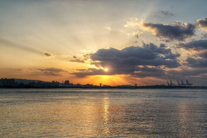 Hello World Hanging Out Check This Out Enjoying Life Red Landscape Beautiful Sunlight Taiwan Taipei Clound River Buildings & Sky Sunset Kirin Orange Sky