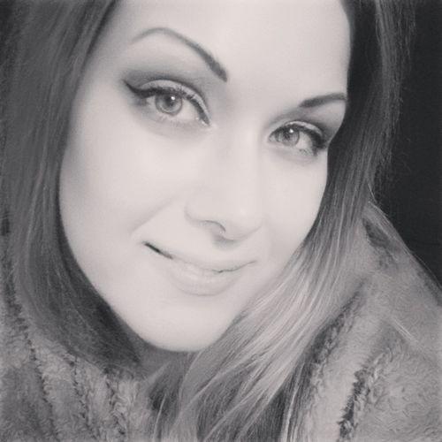 Selfie Self Portrait Smile Smiling Girl Black And White Cosy Cozy Cozy Sweater Schwarzweiß Mädchen Frau Gemütlich Warm Lächeln Pullover Face Gesicht Eyes Augen