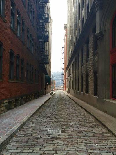Downtown Pittsburgh Cobblestone Streets Buildings Pathway Taking Photos That Shot Findingthebeauty Finding The Beauty Downtown Pittsburgh The Graphic City
