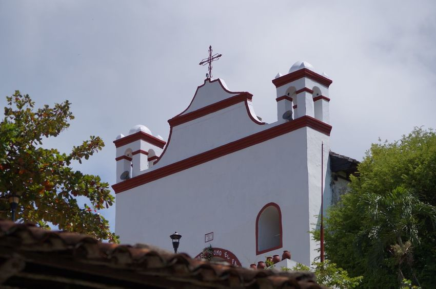 #church #pueblomagico #tapijulapa Architecture Day Low Angle View Mountain Nature No People Outdoors Place Of Worship Sky Travel Travel Destinations