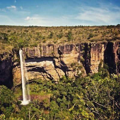 Cachoeira Véu de Noiva, uma das belezas naturais mais visitadas de Mato Grosso! Foto: Facebook.com/chapadadosguimaraes _________________________________ Chapadadosguimaraes Veudenoiva Cachoeira Chapada MatoGrosso_Brasil MatoGrossoéLindo CentroOeste Bresil  Brasil Brazilien Brazil World Southamerica America LatinAmerica VisitBrasil MtcomVc Nature Magnifique Preserve Instagram BR ChapadaMT VejaMatoGrosso Peace Paraíso