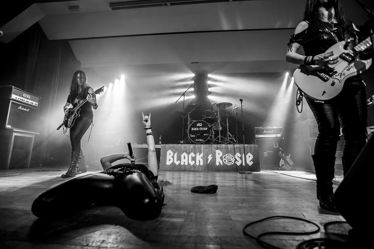 Rock Rock N Roll Rocklady Stage Stage Light Guitar Guitar Player Guitarhero Indoors  Rockstar Stagephotography