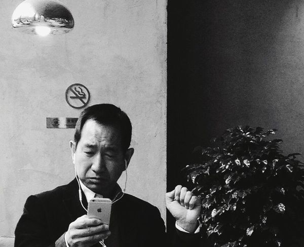 BEIJING北京CHINA中国BEAUTY Street Photography Mobilephotography Mobile_photographer Coffee Time Businessman Lifestyles Business One Person Men Indoors  One Man Only Close-up Human Body Part Adult People Day