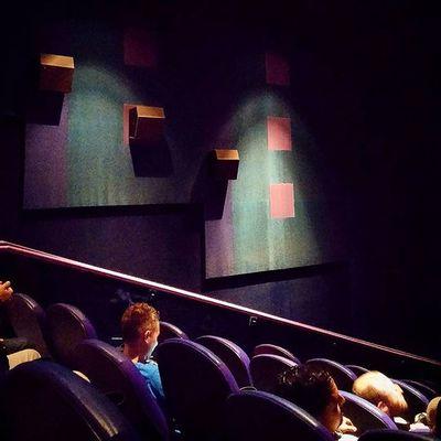Ciné time! MOVIE Antman Cinema Película Amigos Showcase Trailer Film Waiting Warmup Adventure Action Marvel Instamoment Instsgood Velvet Carpet Lightsoff Theend