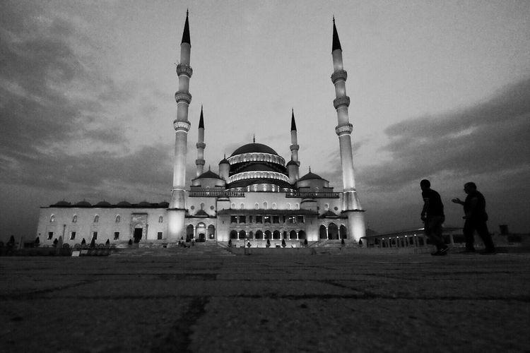 Kocatepe Camii Mosque Architecture Architecturelovers Black & White Blackandwhite Photography Monochromatic People Life