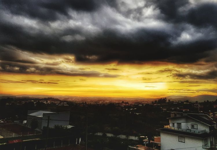 Sunset Cloud - Sky Dramatic Sky City Sky Business Finance And Industry House No People Outdoors Landscape Summer Gold Colored Nature Architecture Cityscape Multi Colored Phonecamera Samsung Galaxy S8 Photography Travelling Beauty In Nature Backgrounds Relaxing High Angle View Full Frame