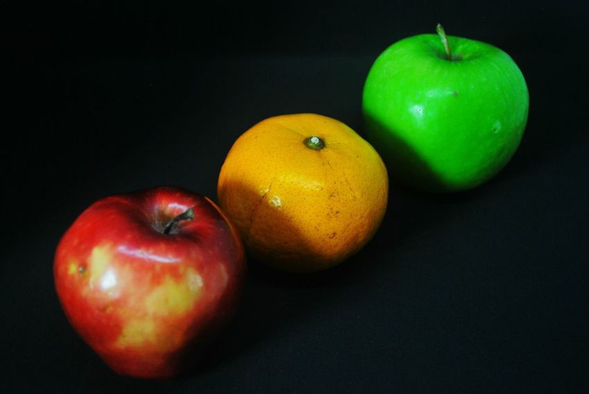 Fruit Healthy Eating Apple - Fruit Food And Drink Food Freshness Red Indoors  Variation No People Studio Shot Granny Smith Apple Close-up Black Background Healthy Lifestyle Multi Colored Freshness Red Dessert Still Life Red Apple Fruit Red Apple Apple Fruit Apple Sweet Food