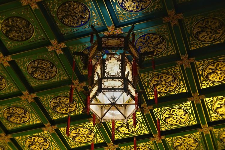 Architectural Column Architectural Feature Architecture Architecture And Art Art And Craft Belief Building Built Structure Ceiling Creativity Day Design Directly Below Floral Pattern Indoors  Low Angle View Luxury No People Ornate Pattern Place Of Worship Religion Shape Spirituality Travel Destinations