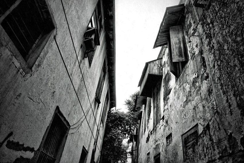 Dua bangunan