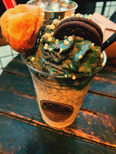 White chocolate oreo cooler. 🤤 Mini Donuts Oreo Ice Cream