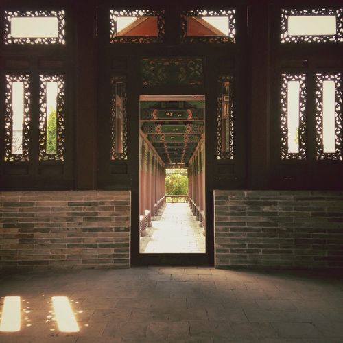National holiday in Datong City. 3. Datong City Shanxi Province Temple Corridor Hollowed-out Window Frame Time Tunnel