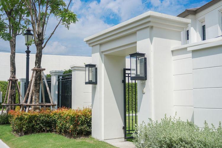 White gates and