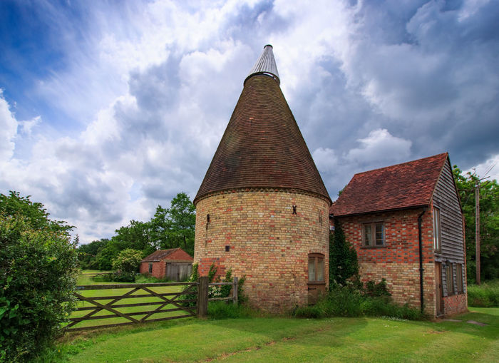 Oast House,Garden of England, Kent, England. Plant Nature No People Built Structure Architecture Building Exterior Outdoors Building Hops Beer Brewing Travel Destinations Tourism Caravan Rural Scene Countryside EyeEm Gallery Vivid International Getty Images Architecture Iconic Buildings Cloud - Sky Sky Tree Day Grass Old House Field Green Color Growth Land Place Of Worship