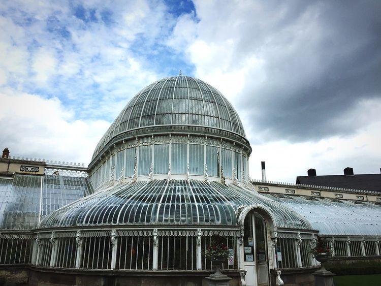 Botanischer Garten. Belfast Northern Ireland Botanical Gardens Historical Building Architecture Palm Trees Cloud - Sky History Building Exterior Plants Glass Built Structure Cloudy