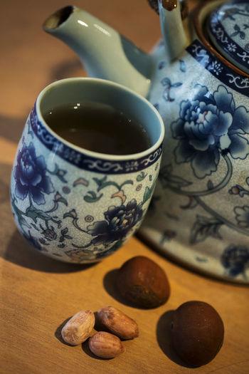 醒木手巾共折扇,花生板栗一壶茶,暖日晴天向何处,玥波书馆听剑侠。 tea cup Table Food And Drink Cup Still Life Tea Indoors  Healthy Eating Tea Cup