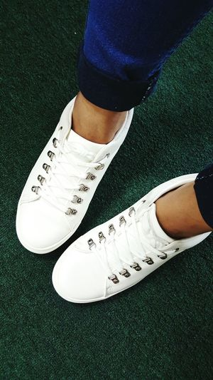 White sneakers on a rainy day--don't care.💪 Kotd Kicks Of The Day Sneakers Slip On Sneakers Shoes Shoeselfie Tgif White