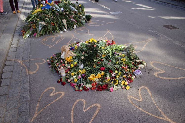 Bouquet Death EyeEm Gallery Eyeem Streetphotography Flower Grief Hearts High Angle View Many Flowers Memorial Memories ❤ Outdoors Road Sadness Stockholm In My Heart Stockholm Street Photo Street Suffer Terror Attack Tree Art Is Everywhere