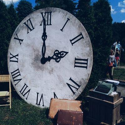Годинник на Арт-пікніку, назад у минуле Vscocam годинник часы Igerskievmeet_vdnh подорожвминуле назадумайбутнє назадвбудущее backtothefuture