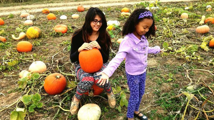 RePicture Giving Pumpkinpicking Motheranddaughter Love ♥