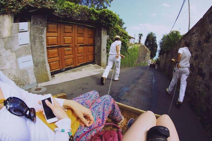 Madeiraisland Tobogganrun Men Strong Pulling A Carriage Pulling Together Passenger View Tobogganing Toboggan Slide