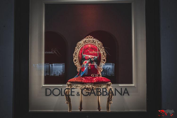 витрина Dolce & Gabbana Moscow Москва Acsessories аксессуары сумка Black Background Close-up