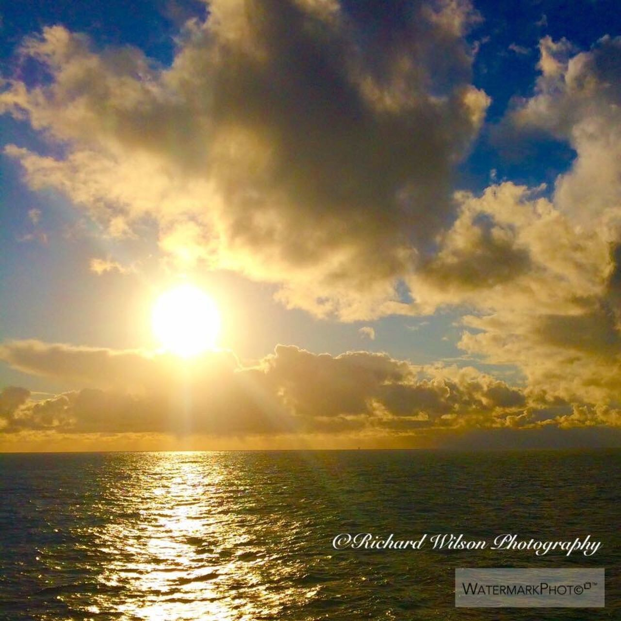 cloud - sky, sky, sea, sunset, water, tranquility, sunbeam, scenics, sunlight, sun, no people, tranquil scene, outdoors, beauty in nature, nature, horizon over water, beach, day
