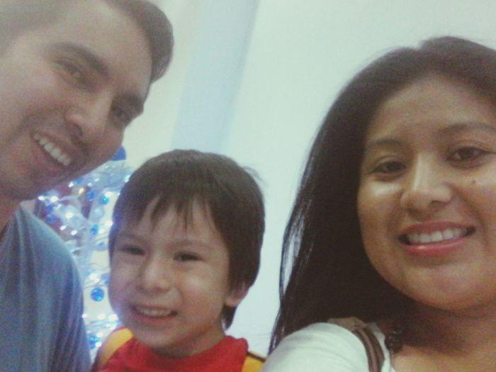 Saliendo del cine con mi hermosa familia... Cineflick Grandes Héroes....