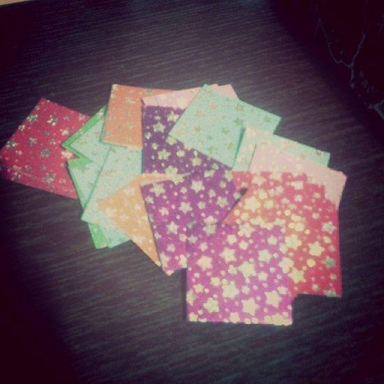 Llegaron los papelitos, de diversos colorcitos y hasta escarchaditos :3 Origami Origamicolors Nice Colors