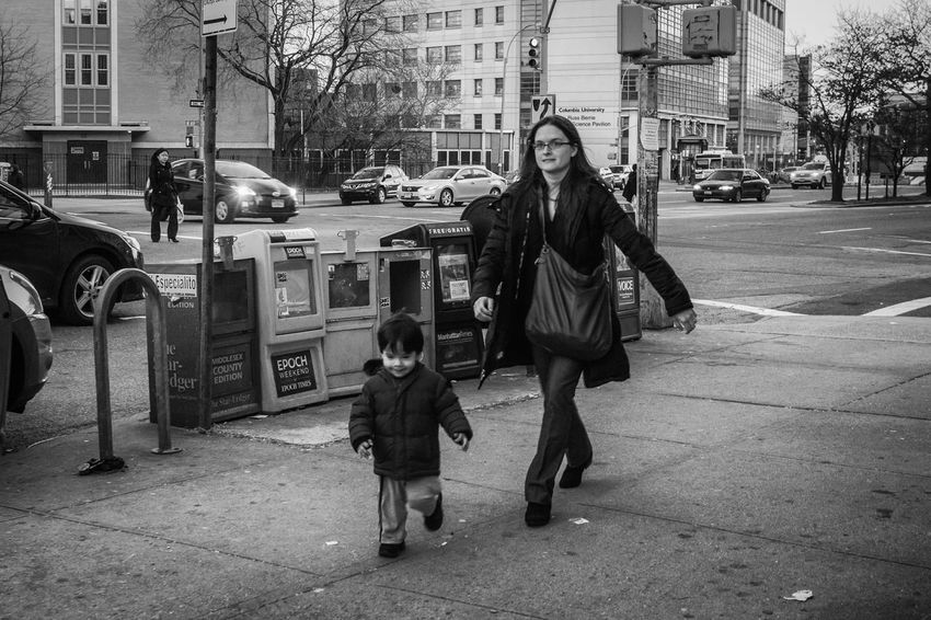 Washington Heights, NYC | 2015 I Love My City Streetphotography Streetphotography_bw Street Life Streetbw Street Photo Street Photography Streetphoto_bw Streetphoto NYC Washington Heights