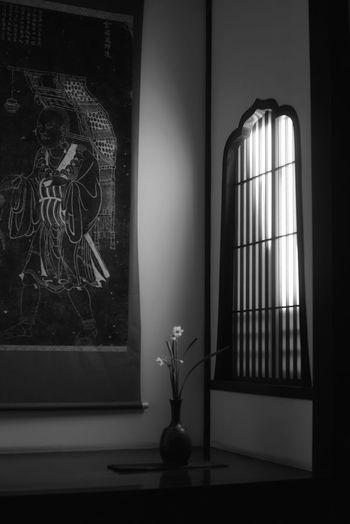 生け花 掛け軸 Flower Arrangement Lights Flower Window Picture Interior Design Indoors  Building Interior Window Light Light And Shade Arts Culture And Entertainment Old But Awesome Black And White Black & White Monochrome 金沢 武家屋敷跡 野村家