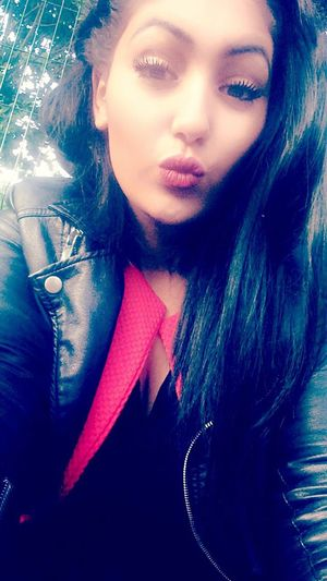 French Girl That's Me Street Fashion Selfie Eyes Kiss Cute Follow
