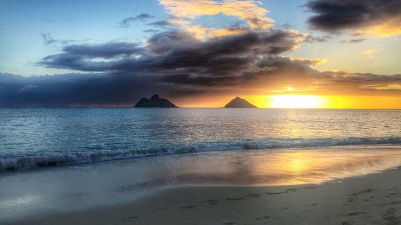 "Took advantage of an unexpected morning off. It's been a while since I enjoyed a sunrise. ""May every sunrise hold more promise, and every sunset hold more peace."" Enjoying Life Sunrise_sunsets_aroundworld Lanikai Beach Mokuluas Newday Reflecting Oahu Thisiswhereilivenow"