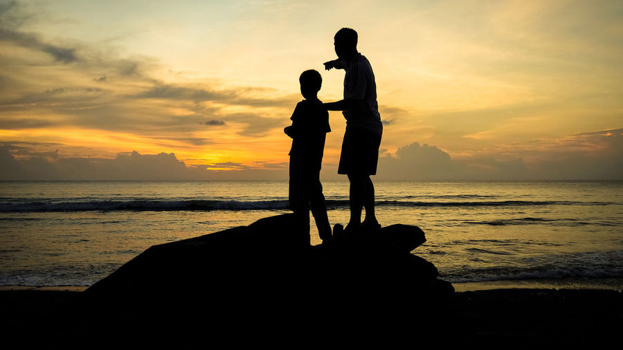 Sunset silhouettes of father pointing to the horizon with his son Advice Beach Beach Sunset Community Father Father And Son Fatherhood  Filipino Culture Fishing Village Island Life Island Sunset Island View  Islands It's More Fun In The Philippines Lesson Parenthood Philippines Photos Silhouette Silhouettes Son Sunset Teaching The Philippines Tomorrow Village View