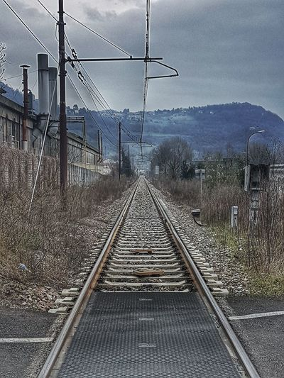 I traguardi si raggiungono Calolziocorte Ferrovia Train Station Freedom Photography Photographer Italia Travel Samsung MR7 Binari Railway Infinito Traguardi Goals Sky