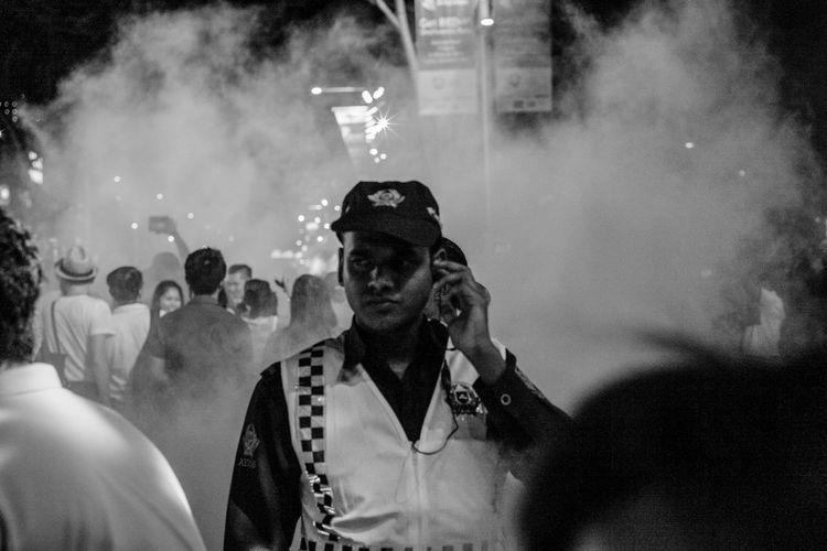 All under control... Streetphotography Monochrome Blackandwhite People B&w Police Streetphoto_bw