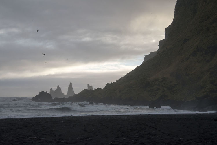 Coastline Cliff Wave Rocky Coastline Tide Coastal Feature Meeresbrandung Meer Brandung Sea Beach Iceland Cloud - Sky Water Sky Beauty In Nature Rock Land Nature Rock Formation Travel Destinations Outdoors Scenics - Nature Tranquil Scene