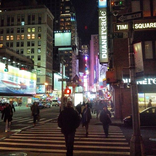 to truly see New York in the correct light, one must come out past midnight Midnight Newyork Timesquare