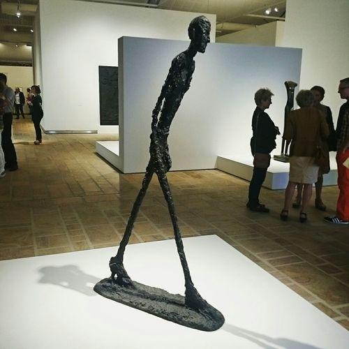L'homme qui marche - Vernissage de l'expo Giacometti Art Expo Vernissage Giacometti Albertogiacometti Chefdoeuvre Fantastic ExhibitionDiscovering Great Works Landerneau