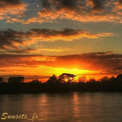 Presenting today's sunsets_fx_ featured artist: stevie_c_21 show your appreciation for this outstanding artist by leaving a like and visit their amazing gallery! For your chance to be featured: follow: sunsets_fx_ tag: #sunsets_fx