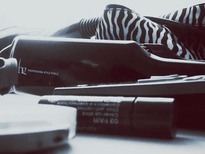 Makeup Daily Life SimpleDesign Blackandwhite Make Simple Straightener Morning Morning Light