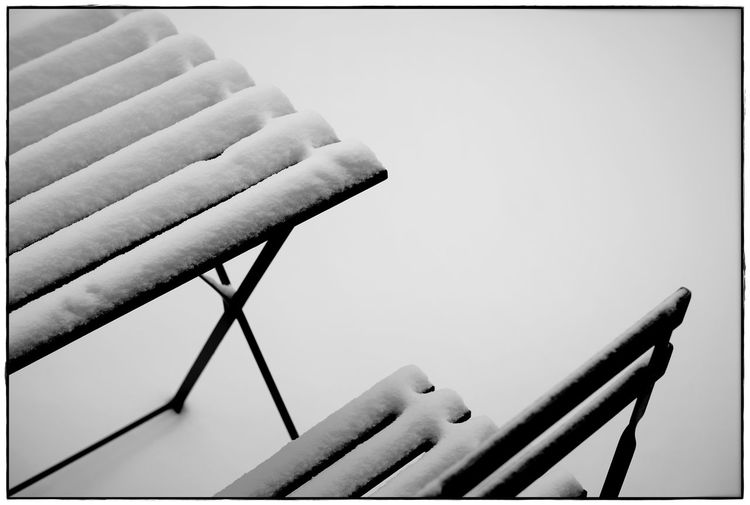Tisch & Stuhl I Winter Blackandwhite Close-up Contrast Day Lawoe Minimalism No People Outdoors Snow