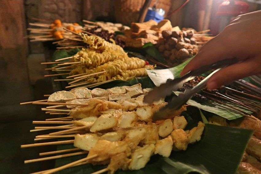 Skewers Wedangan Pendopo Angkringan Angkringan Solo Body Part Business Finger Focus On Foreground Food Food And Drink Freshness Hand Holding Human Body Part Human Finger Human Hand Occupation Preparation  Preparing Food Real People Satay Seafood Street Food Unrecognizable Person Wedangan