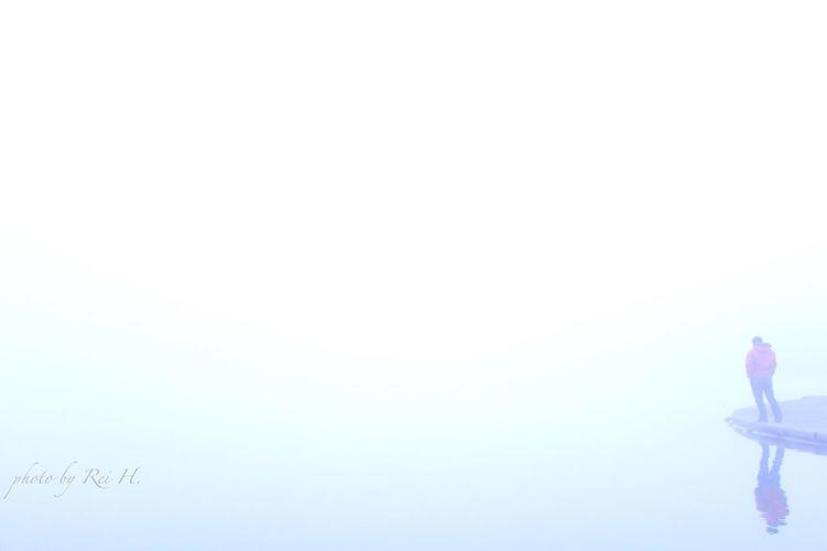 川霧 霧の中に何かを必死に探す 何も見つからない ユラユラ… 微かな風が水面を揺らしていた ( 2017年01月01日 撮影 ) River Fog Search desperately for something in the fog I can not find anything Yura-Yura ( swaying )… A slight wind was shaking the surface of the water ( photographed January 01, 2017 ) 霧 三隈川 日田 Mist Landscape Reflection Me EyeEmNewHere EyeEm Nature Lover Canon